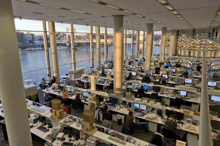 Рис. 1. Офис Apple