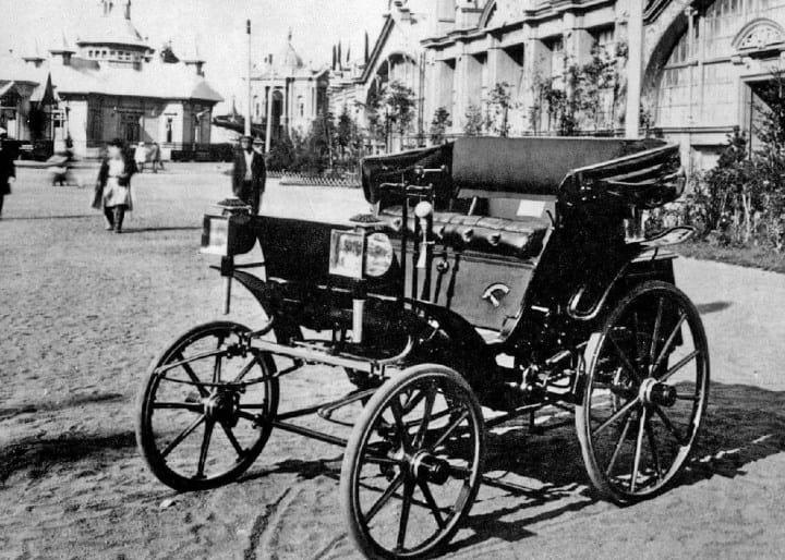 Рис. 1. Первый русский автомобиль
