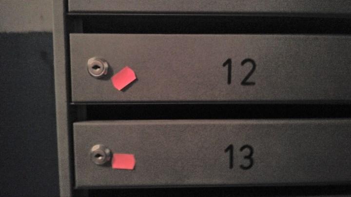 Рис. 2. Наклейки на почтовых ящиках