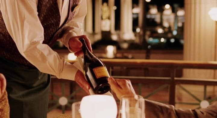Рис. 2. Сомелье – более престижная профессия, востребованная в ресторанах, кафе
