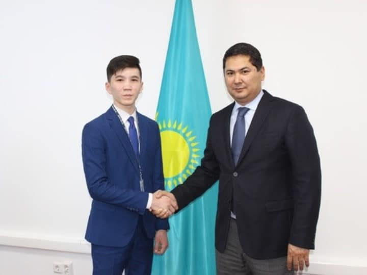 Рис. 5. Дамир Бозаев – самый молодой госслужащий РК