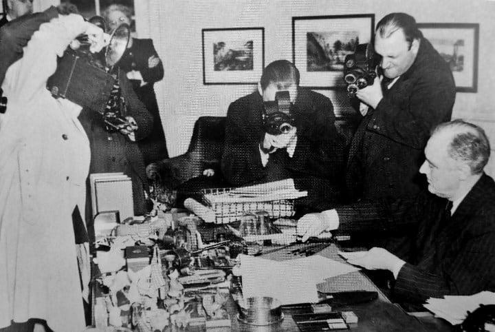 Рис. 1. Ф.Д. Рузвельт в момент подписание закона о ленд-лизе