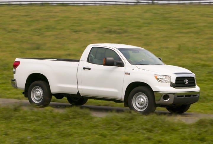 Рис. 2. Toyota Tundra GEN2, Regular Cab (однорядная кабина с 2-я дверьми)