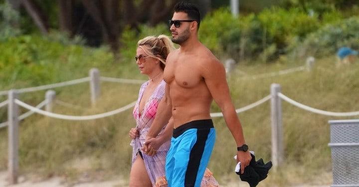 Рис. 4. Сэм Асгари и Бритни Спирс на отдыхе в Майами