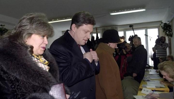 Супруги Явлинские на выборах президента 2000 г. Фото РИА Новости