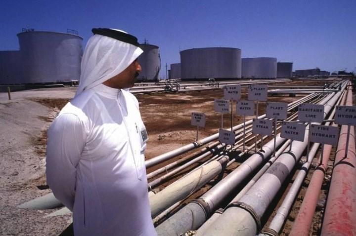 Рис .2. Саудит на фоне трубопровода