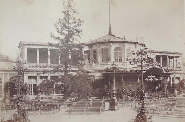 Рис. 1. Вокзал в Павловске, 1860 г.