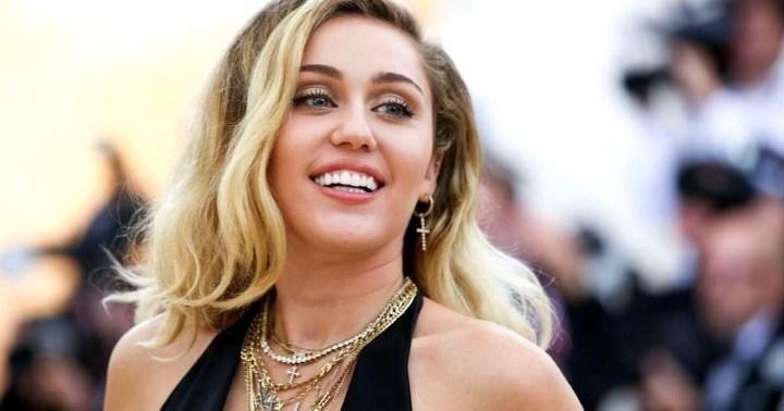 Рисунок 3. Звездная улыбка Майли Сайрус, по оценке экспертов интернет-журнала «Лиза», обошлась артистке в сумму свыше 1 млн руб.