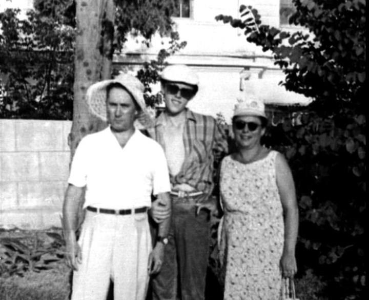с родителями, 1972