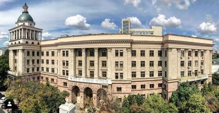 Фото: в этом здании располагалась главная больница страны. Источник: Инстаграм @vipmedru1