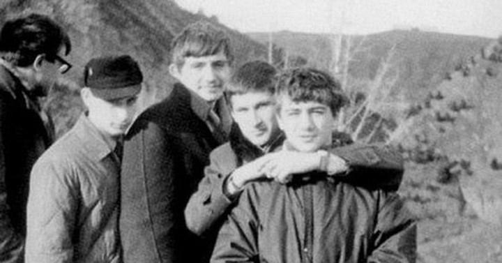 Аркадий справа, Путин слева