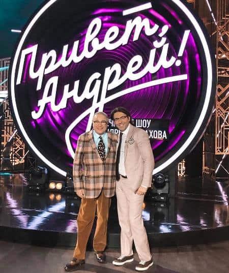 Популярный ведущий российских ток-шоу Андрей Малахов с гостем программы