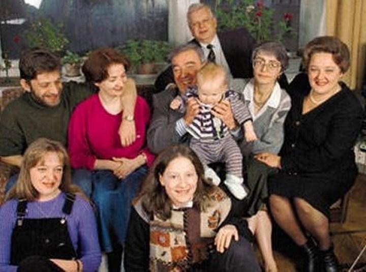 Рис. Е.М. Примаков с детьми и внучками