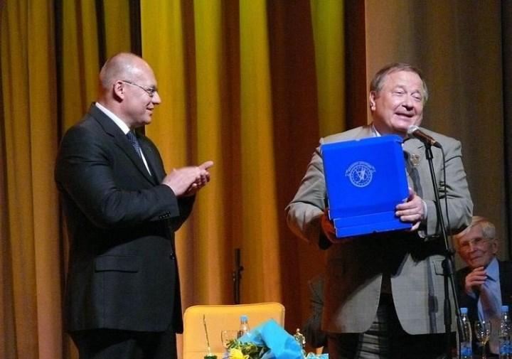 давний друг Свердловской юракадемии