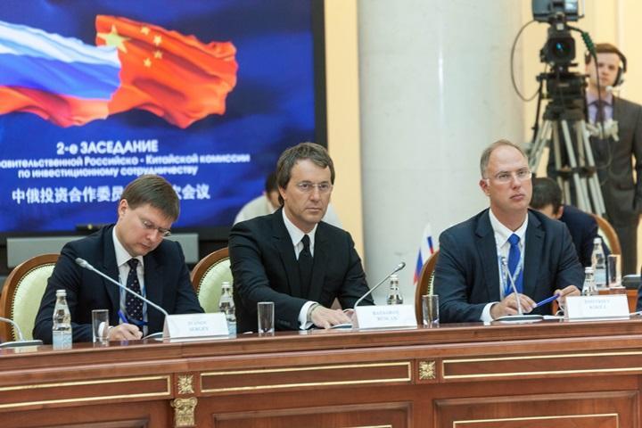 Руслан Байсаров (по центру)
