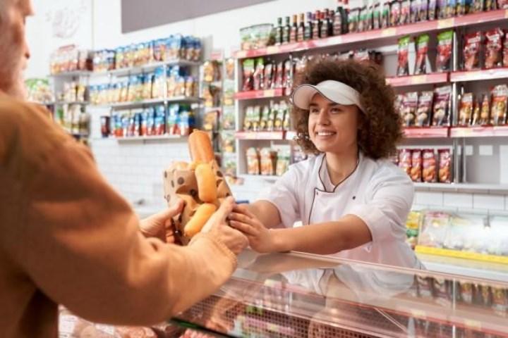 психологически очень сложно, в молодости покупая продукты в супермаркетах VIP